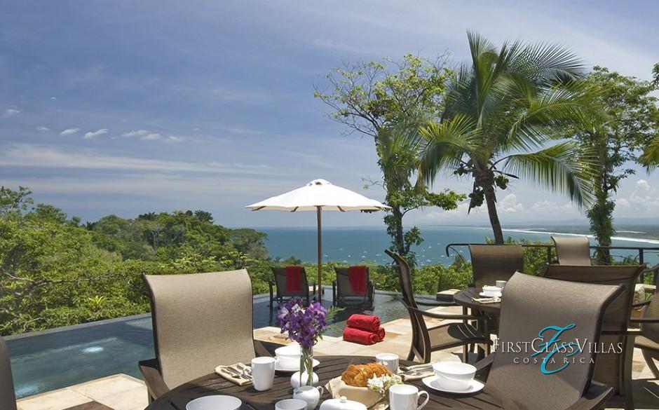 Villa Paraiso Outdoor dining