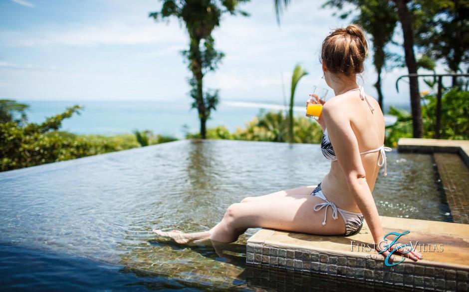 Villa Paraiso Enjoying Pool