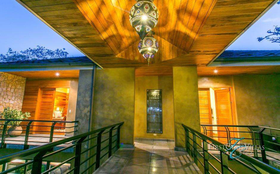 Manuel Antonio Costa Rica Villa Feliz-4 bedroom villa-exterior corridor 16