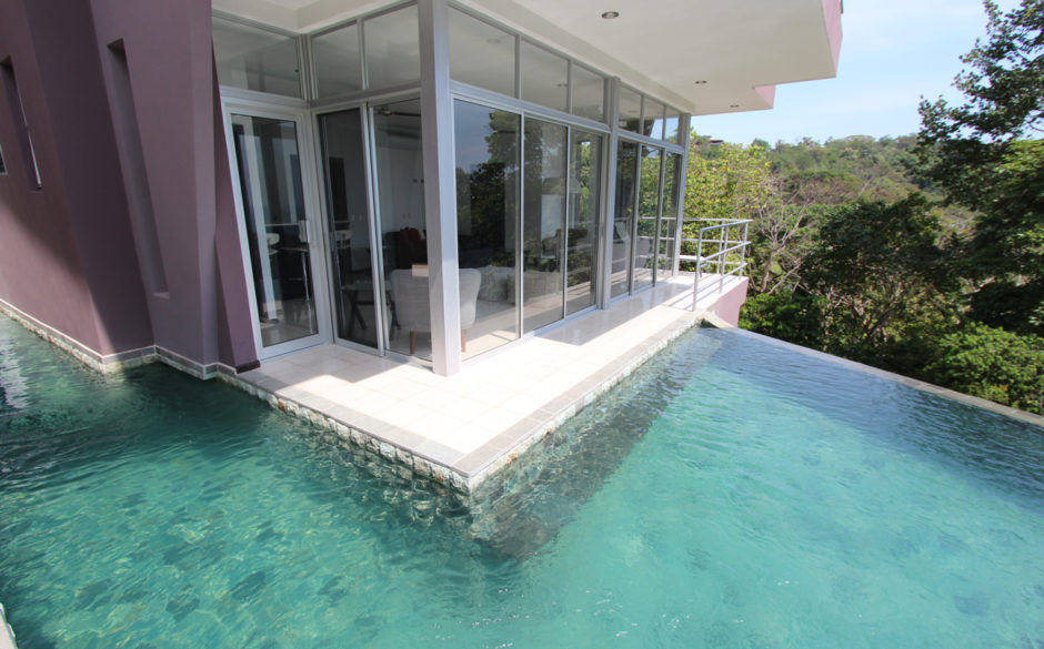 Villa Arbol balcony pool