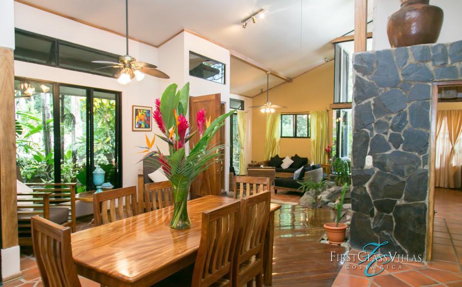 Villa Colibri Dining Zone